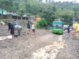Hujan Guyur Parapat, Longsor di Dua Titik Ganggu Lalu Lintas