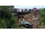Jalan Rusak Telan Korban, Mobil Masuk Jurang