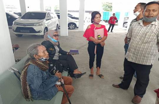 Didakwa Mencuri Buah Sawit, Nenek 80 Tahun Dibebaskan Hakim