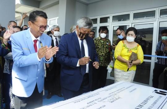 Ephorus HKBP Resmikan Gedung Rusunawa UHKBPNP
