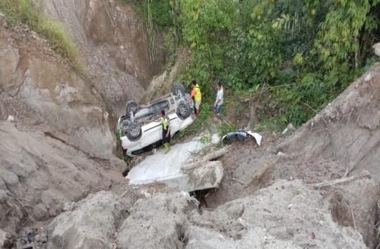 Kurang Hati-hati, Mobil Dikemudikan Polisi Masuk Jurang